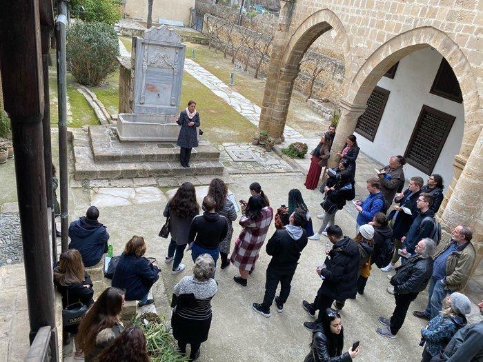 Επίσκεψη φοιτητών του Παν. Λευκωσίας στην ιστορική οικία Χατζηγεωργάκη Κορνέσιου