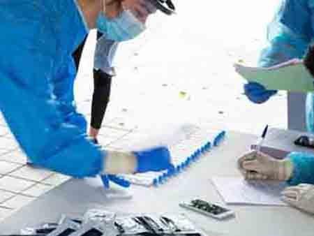 Αρχίζει ο μαζικός έλεγχος με rapid test εργαζομένων που επαναδραστηριοποιούνται την 1η Φεβρουαρίου