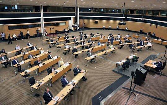 Η Ολομέλεια της Βουλής δεν ψήφισε κατεπείγον τους κανονισμούς του Υπ. Παιδείας