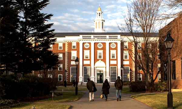 Στη δικαιοσύνη προσφεύγουν Χάρβαρντ και MIT κατά της απόφασης του Τραμπ